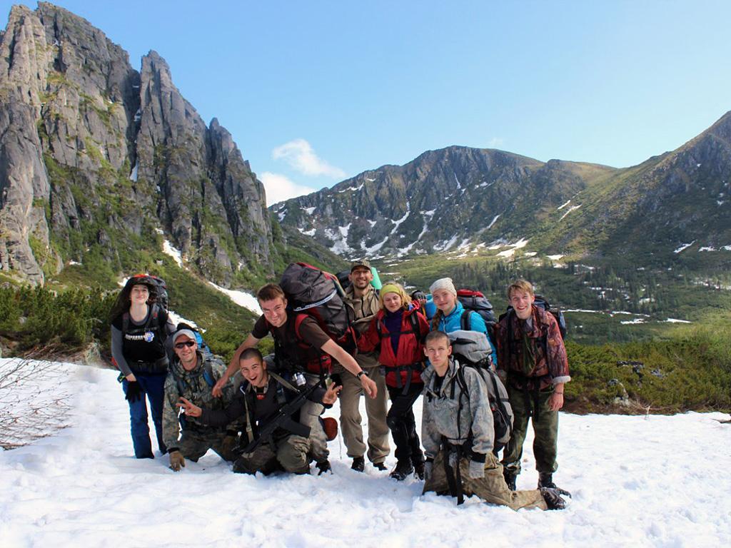 Туристы в окрестностях озера Медвежье