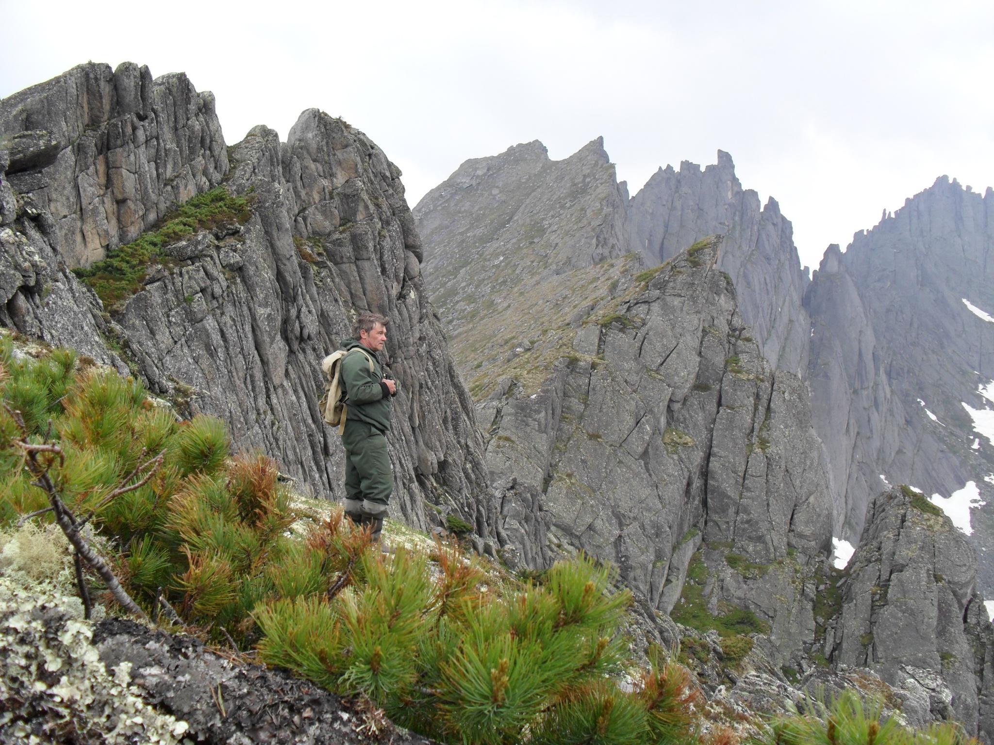 Заместитель директора по НИР М.Ф.Бисеров в экспедиции на высокогорных озерах.